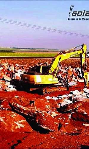 Escavadeira com rompedor hidráulico locação