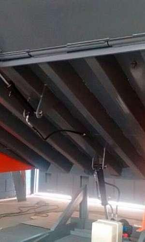 Reparo de niveladora de doca industrial